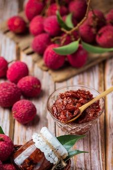 Marmellata di frutta lychee dessert delizioso per la colazione, cibo tailandese.