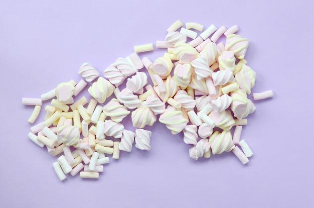 Marshmallow colorato disposto