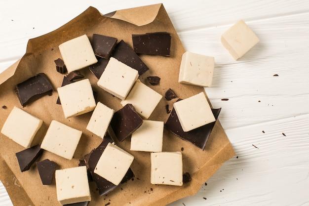 Marshmallow e mattonelle di cioccolato