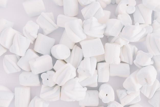 Marshmallow morbido sul tavolo