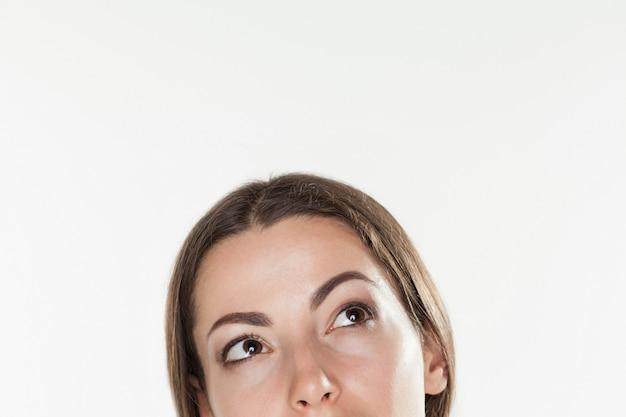 Maschera del primo piano del fronte di una donna bella di affari