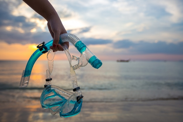 Maschera e boccaglio immersioni sulla spiaggia