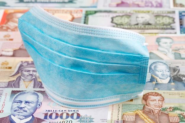 Maschera protettiva sul denaro haitiano