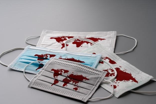 Maschere chirurgiche con mappa del mondo