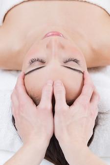 Massaggiatore salute sfregamento bella giornata