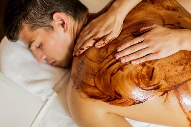 Massaggio con cioccolata calda