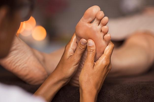 Massaggio di riflessologia plantare