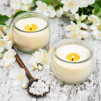 Massaggio di sale e fiori di gelsomino
