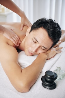 Massaggio profondo alla schiena