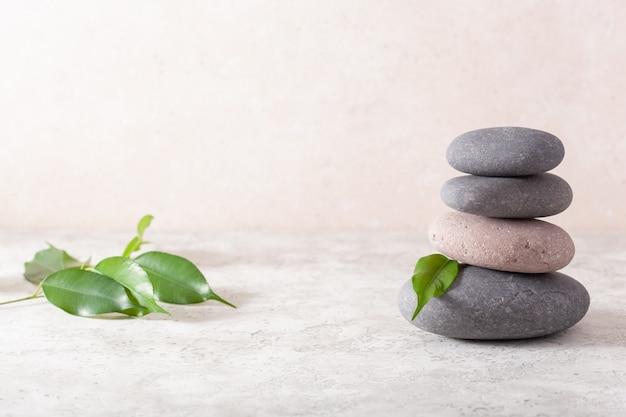 Massaggio spa con pietre per il relax