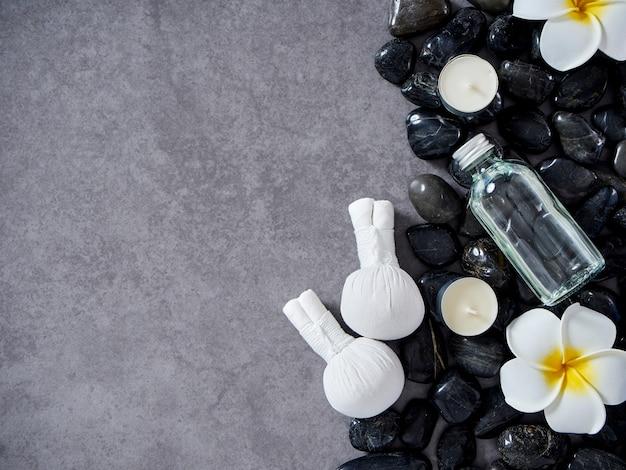 Massaggio termale con impacco alle erbe e cura della pelle