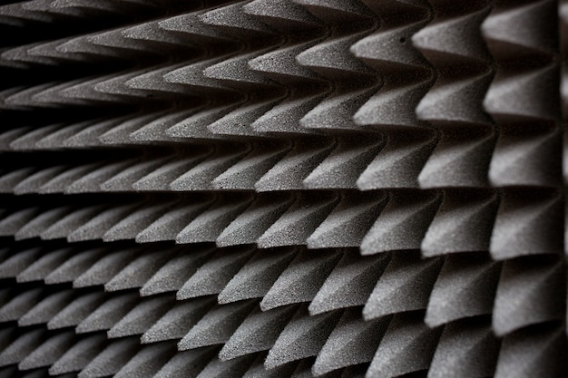 Materiale isolante acustico