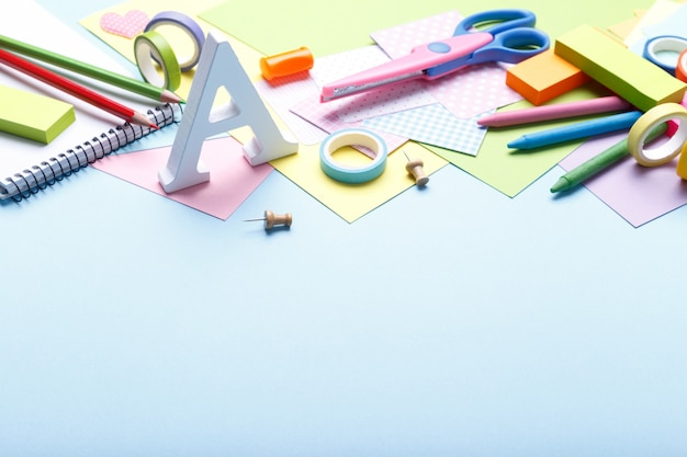 Materiale scolastico colorato