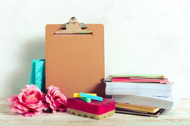 Materiale scolastico con appunti
