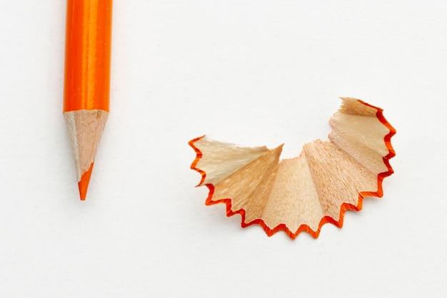Matita colorata arancione del primo piano