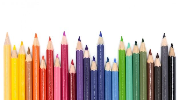 Matite colorate isolate su sfondo bianco,