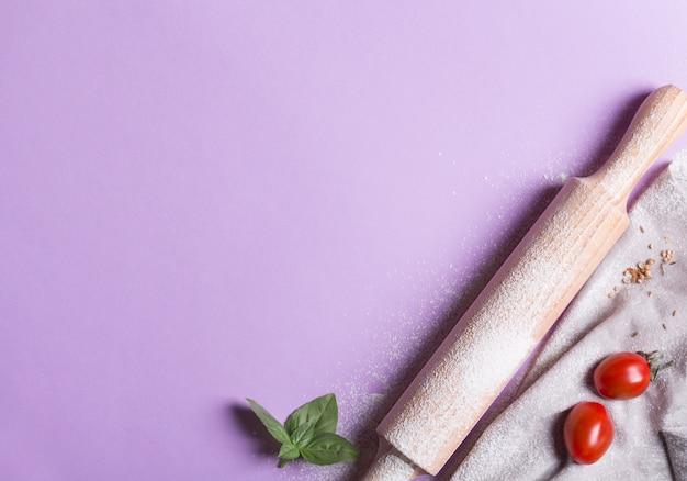 Mattarello e ingredienti