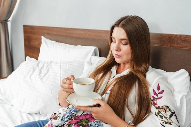 Mattina caffè o tè a letto