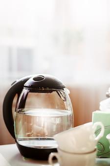 Mattina con tè o caffè