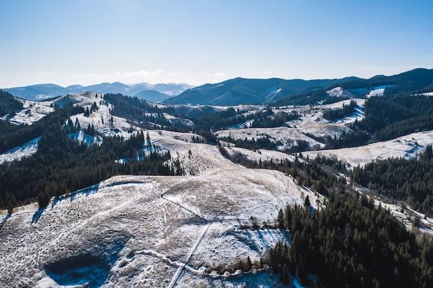Mattina in montagna. carpazi, ucraina, europa mondo della bellezza