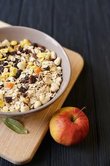 Mattina sana colazione, muesli di farina d'avena cibo dieta porridge