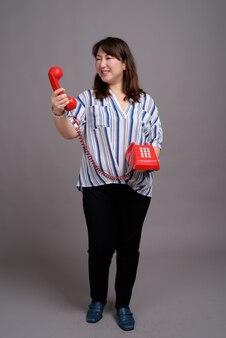 Maturo bella asiatica imprenditrice azienda telefono