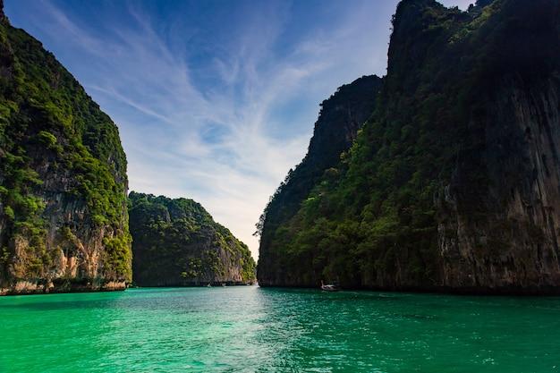 Maya bay phi phi leh island, krabi thailandia