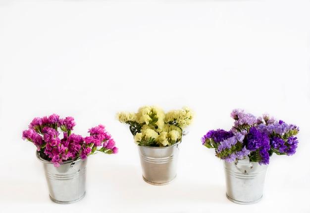 Mazzi decorativi di fiori freschi selvatici
