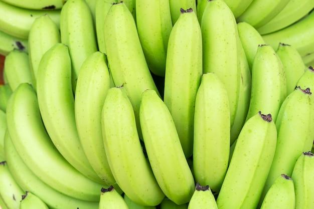 Mazzi verdi di banane cavendish