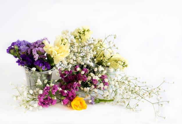 Mazzo decorativo di fiori freschi selvatici