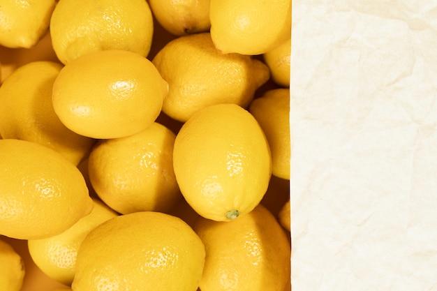 Mazzo del primo piano di limoni dell'agrume