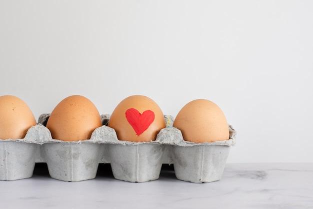 Mazzo del primo piano di uova di pasqua tradizionali