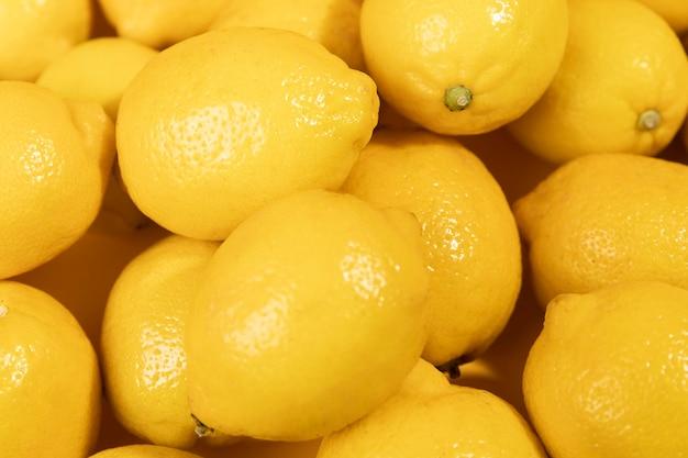Mazzo delizioso di limoni del primo piano