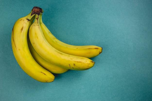 Mazzo di banana su verde