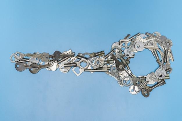 Mazzo di chiavi in forma di grande concetto chiave