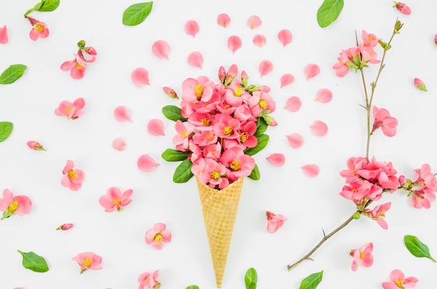 Mazzo di fiori con cornetta