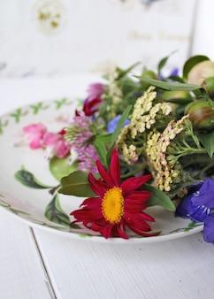 Mazzo di fiori piatto