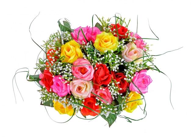 Mazzo di plastica delle rose su fondo bianco