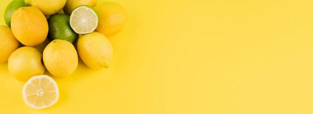 Mazzo di vista superiore o frutti organici con lo spazio della copia