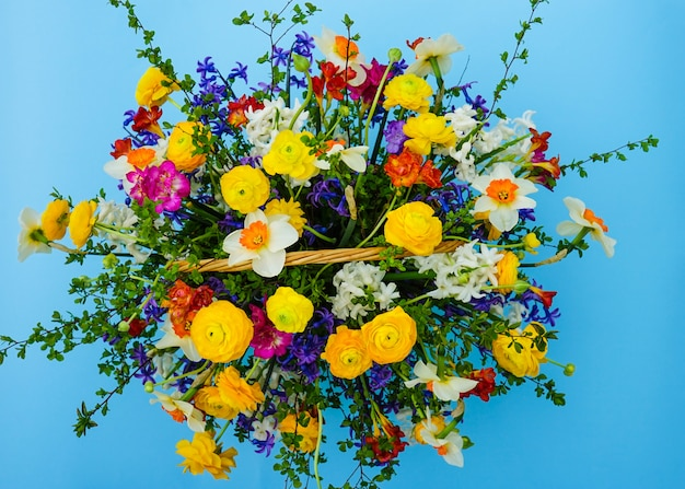 Mazzo estivo con fiori gialli e bianchi