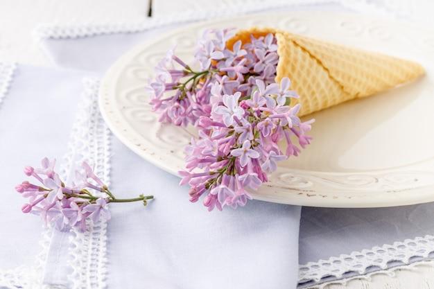 Mazzo romantico di lillà freschi di primavera