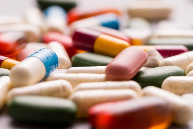 Medicina, compresse, vitamine e droghe in varie forme