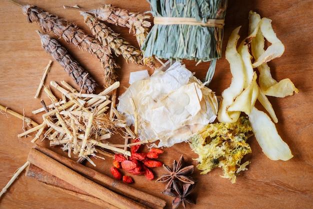 Medicina di erbe erbe secche dalla natura