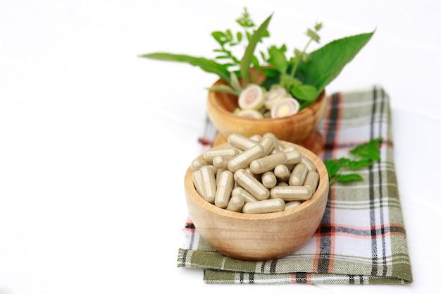 ้ medicina di erbe in capsule per un'alimentazione sana