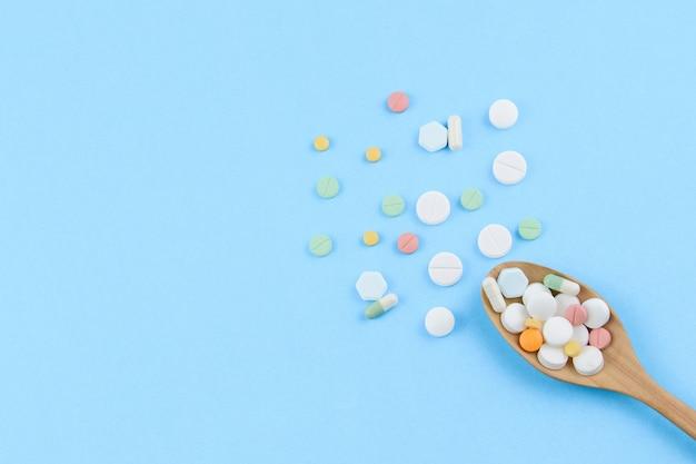 Medicina e pillole in cucchiaio