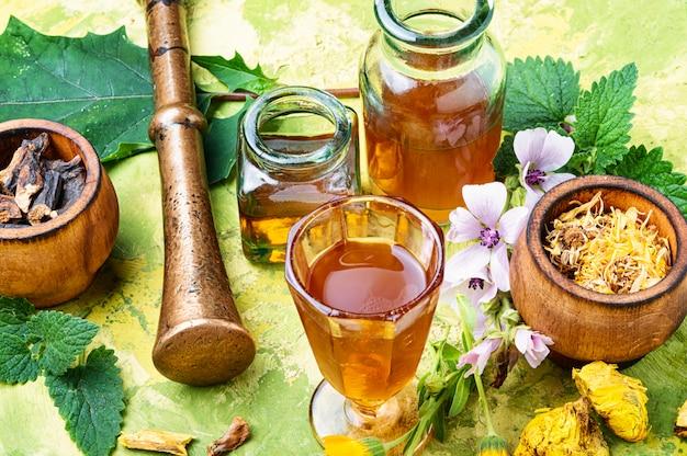 Medicina naturopatica a base di erbe