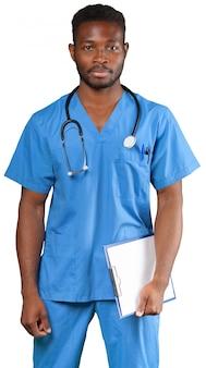 Medico con la lavagna a fogli mobili isolata su bianco