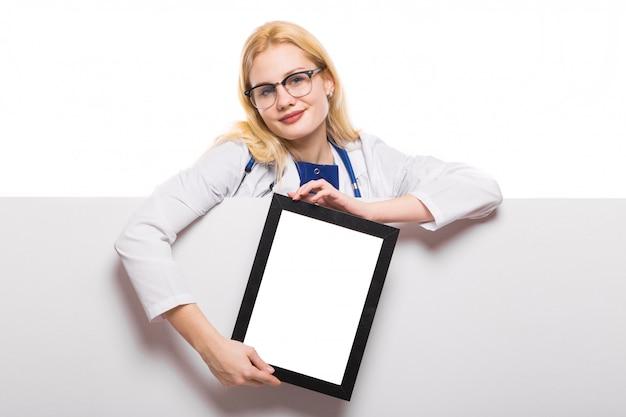 Medico donna con stetoscopio