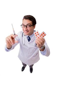 Medico maschio isolato sui precedenti bianchi