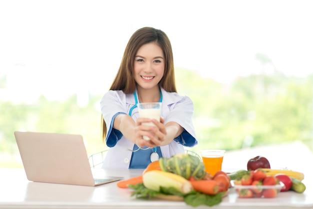 Medico professionista in nutrizionista